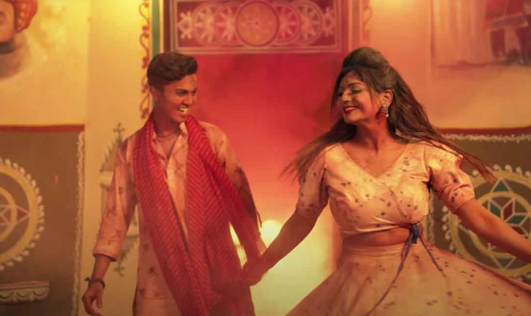 'Pichkari', a Holi special song starring Twinkal Patel and Om Baraiya
